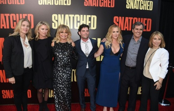 «Snatched», a lighthearted comedy starring Amy Schumer (3rdR) and Goldie Hawn (3rdL), netted $17.5 million