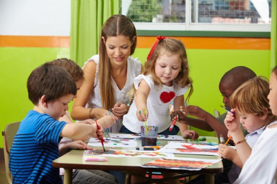 La Regione Friuli Venezia Giulia sostiene le famiglie nelpagamento delleretteper la frequenza dinidi,servizi educativi domiciliari,spazi gioco,centri per bambini e genitorieservizi sperimentali (© Adobe Stock)