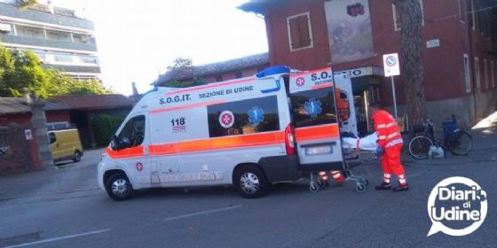 L'autocarro lo urta, ma prosegue dritto, è successo a Udine (© Cristiano Urban)