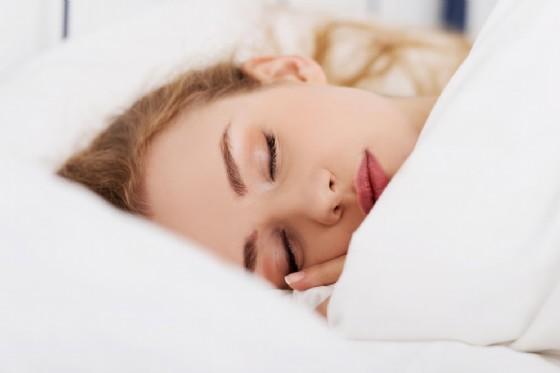 Il sonno di bellezza è una realtà, se dormi poco appari meno attraente