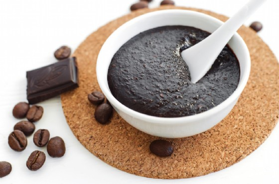 Fango snellente anticellulite al caffè