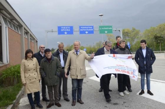 Serracchiani, Pezzetta, Fania, Menis, Semolic e Majcen alla cerimonia a Fernetti (© Regione Friuli Venezia Giulia)