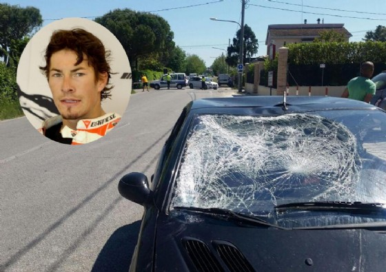 Il parabrezza sfondato della vettura che ha travolto la bici di Hayden
