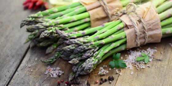 Un weekend naturalistico alla scoperta dei prodotti tipici del territorio, dalle erbe spontanee agli asparagi selvatici (© AdobeStock | photocrew)