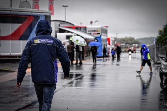 Condizioni meteo fredde e piovose oggi in pista