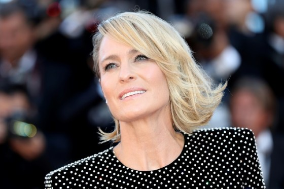 """House of Cards"" actress Robin Wright thinks people should not watch films on their phones"