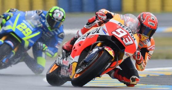 Marc Marquez in azione sulla sua Honda nelle prove libere in Francia