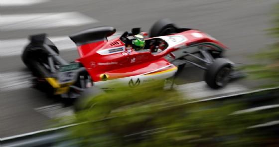 Mick Schumacher in azione sulla pista cittadina di Pau durante le qualifiche (© F3)
