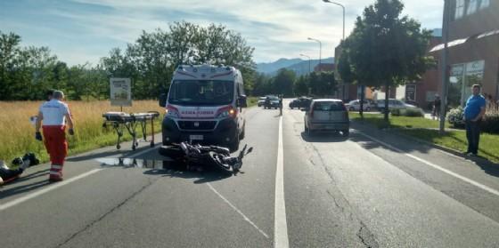 L'ambulanza e la moto subito dopo lo scontro (© Diario di Biella)