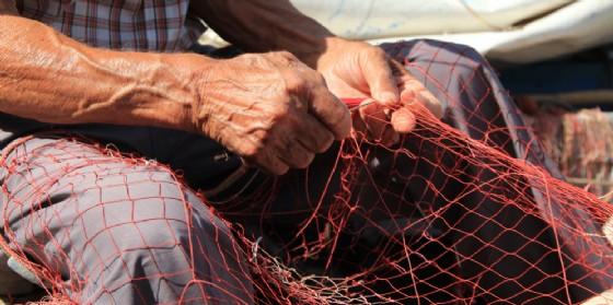 Vanno a pesca e invece del pesce recuperano reperti dell'Antica Roma