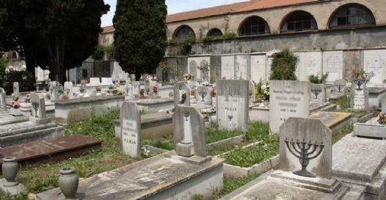 Disservizi e polemiche al cimitero di Cuorgnè (© Wikipedia)