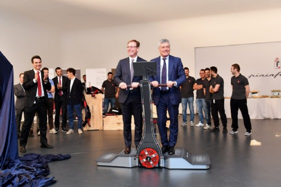 Alberto Bertagnolio con Paolo Pininfarina, presidente Pininfarina (© Ufficio Stampa Desmotec)