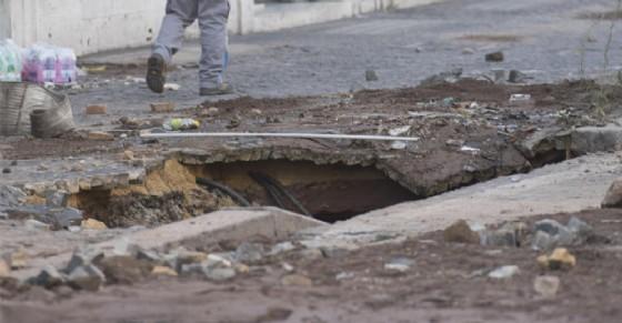 Voragine si apre in pieno centro cittadino: viabilità in tilt