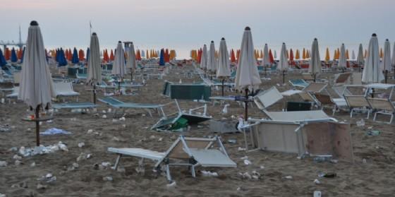 Pentecoste in spiaggia: linea dura della Questura di Udine (© Turco)