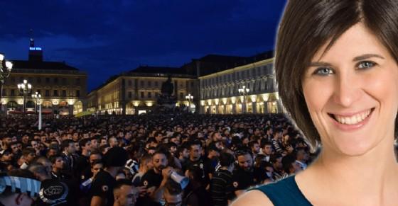 Torino, Chiara Appendino incontra i genitori del bambino ferito e piange