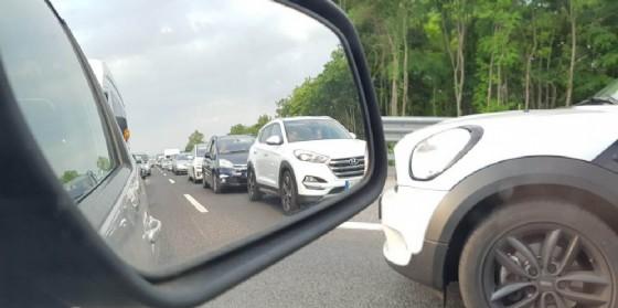 Traffico molto intenso sulla A4 con rallentamenti in direzione Venezia (© G.G.)