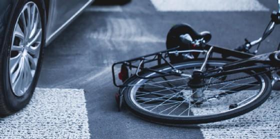 Bici contro auto, grave un uomo (© AdobeStock | Photographee.eu)