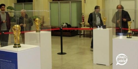 Le coppe del mondo esposte lo scorso anno al Salone del Popolo di Palazzo d'Aronco