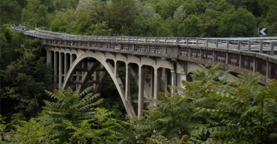 Il ponte Chiusella preoccupa gli automobilisti che ogni giorno lo percorrono (© Wikipedia)