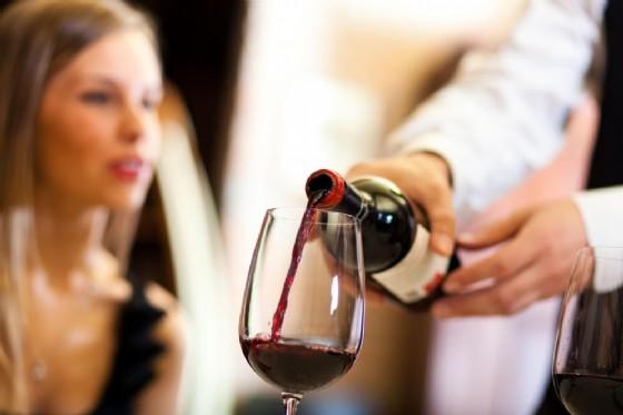 Vino, anche un solo bicchiere al giorno può danneggiare il cervello