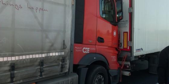 Incidente fra 3 mezzi pesanti sull' autostrada A4: traffico bloccato (© Autovie Venete)