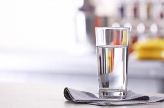 Dieta shock, beve solo acqua per tre settimane: muore a 57 anni