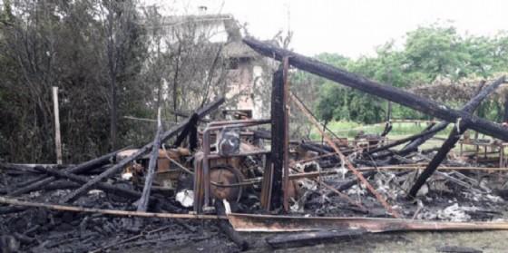 Incendio a Tarcento: distrutto deposito della locanda Da D'Oro (© G.G.)