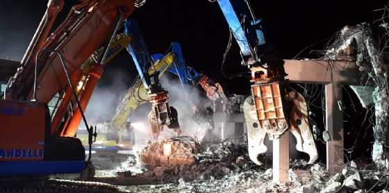 Autostrada chiusa per demolire il cavalcavia di Porpetto (© Ferraro-Petrussi)