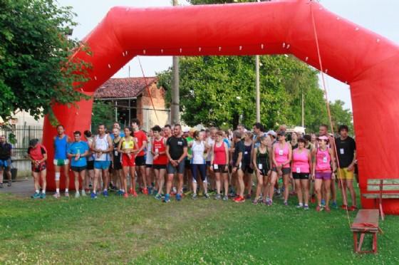 I partecipanti della passata edizione alla partenza della corsa (© Diario di Biella)
