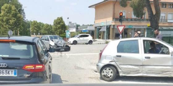 Due auto si scontrato e una donna finisce in ospedale (© G.G.)
