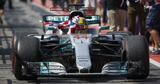Lewis Hamilton esulta dopo la vittoria nel Gran Premio del Canada