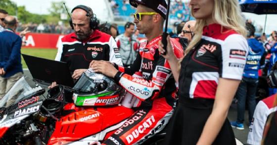 Marco Melandri sulla griglia di partenza della Superbike