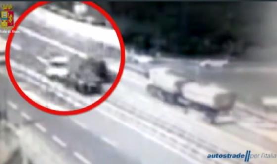 Genova, 81enne entra in autostrada in contromano e provoca incidente