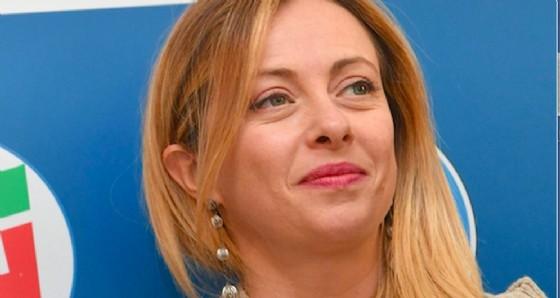 Giorgia Meloni lancia una proposta a Matteo Salvini e Silvio Berlusconi.