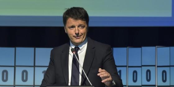 E' stato l'ex premier, Matteo Renzi, ad abolire l'IMU sulla prima casa. Ora l'Ue chiede di reintrodurla per i redditi più alti.