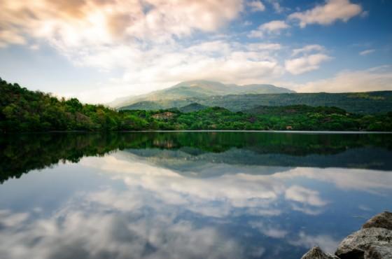 Un'immagine del lago Sirio al tramonto, luogo che farà da cornice alla Tri@Lake (© Alessandro Cristiano - shutterstock.com)