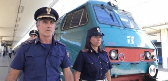 La Polfer ha fermato una donna a Roma Tiburtina che, scesa dal tremo per fumare, ha lasciato su la figlia di sei anni e il treno è ripartito