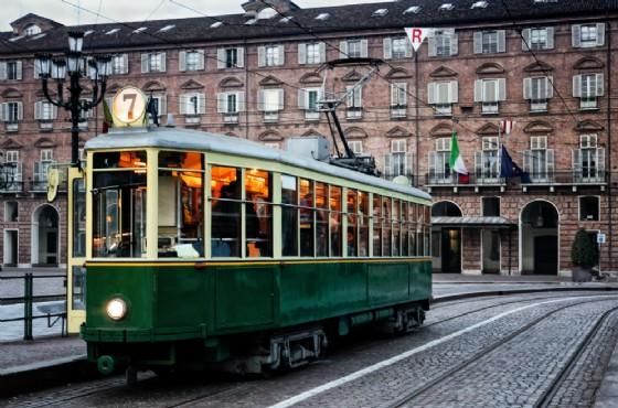 Il tram della storica linea 7 di Torino (© Alessandro Cristiano - shutterstock.com)