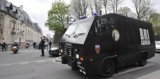 Furgone della polizia a Parigi