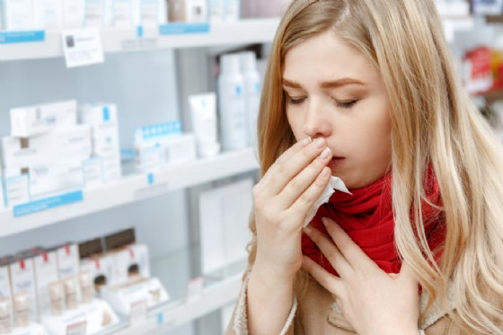 Uno sciroppo per la tosse ritirato dagli scaffali: allarme nelle farmacie