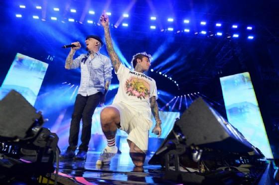 Fedez e J-Ax sul palco (© ANSA)