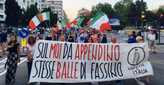 La manifestazione di ieri contro le palazzine dell'ex Moi (© Maurizio Marrone)