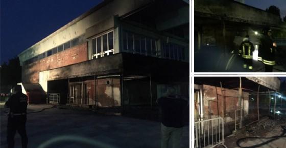Piscina Colletta, scoppia un incendio in un locale-deposito