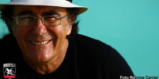 Un problema alle corde vocali ferma Albano: sul palco del Perla la voce di Beppe Ferrante