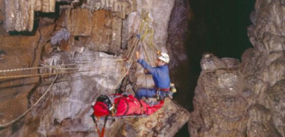 I maggiori esperti di esplorazione del mondo sotterraneo nelle grotte del Carso triestino (© CNSAS FVG)