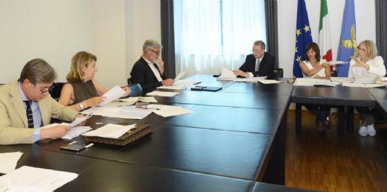 Carta Famiglia: confermato bonus energia fino 500 euro
