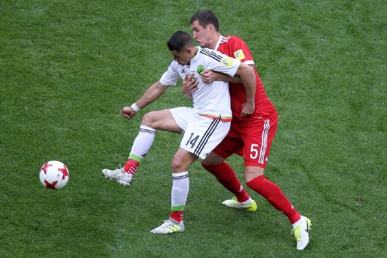 Mexico's forward Javier Hernandez  (L) vies for the ball against Russia's defender Viktor Vasin during the 2017 Confederations Cup group A football match June 24, 2017