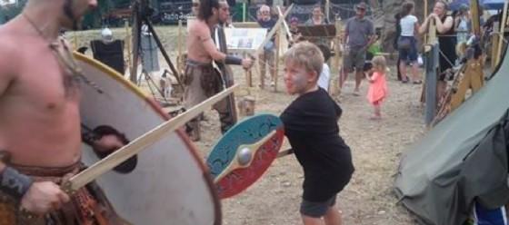 Una delle attività del Clan Tre Draghi con i bambini (© Triskell, il festival celtico di Trieste)
