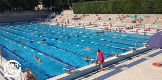 Tentano un tuffo nella piscina esterna del Palamostre: scoperti (© Diario di Udine)