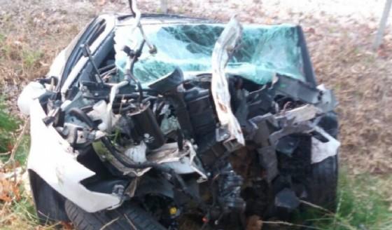 Esce di strada e si schianta contro un platano: muore 30enne